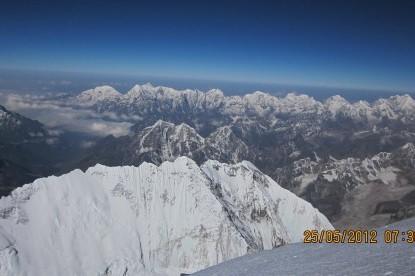 Nuptse mountain ridge from the north