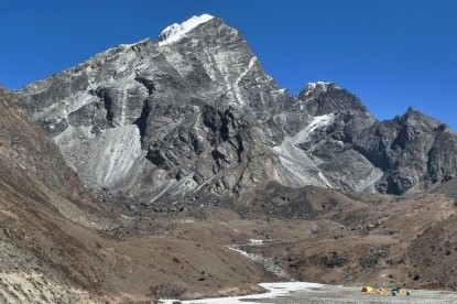 lobuche peak base camp.