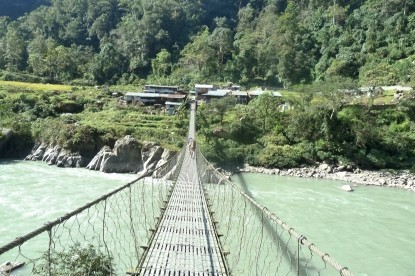 the suspension bridge over Arun river