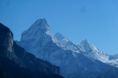 Makalu and Amadablam mountain views near Thengbo.
