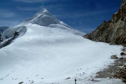 The Tashi lapcha pass(5755m) next to Phachermo peak.